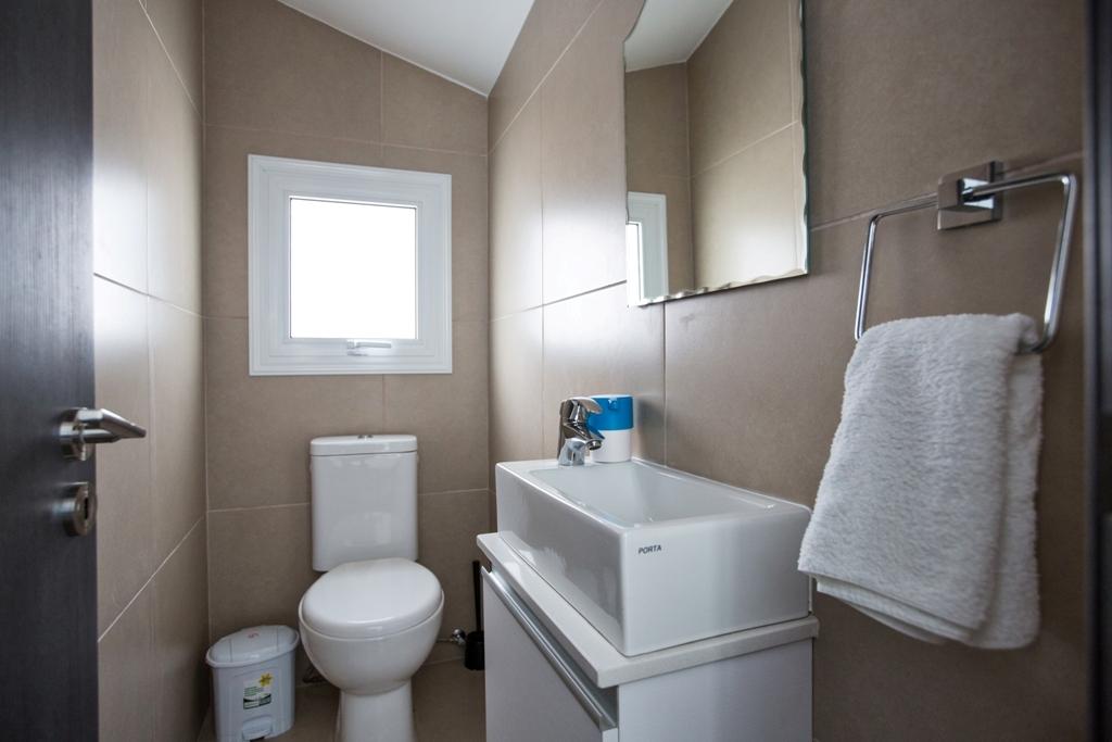 Гостевой туалет в доме в Протарасе