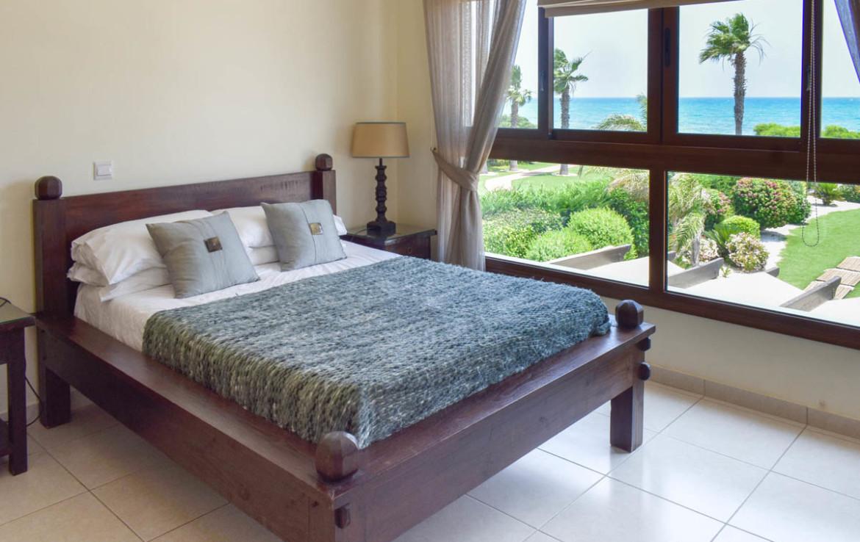 Спальня с видом на море в Айя Текле