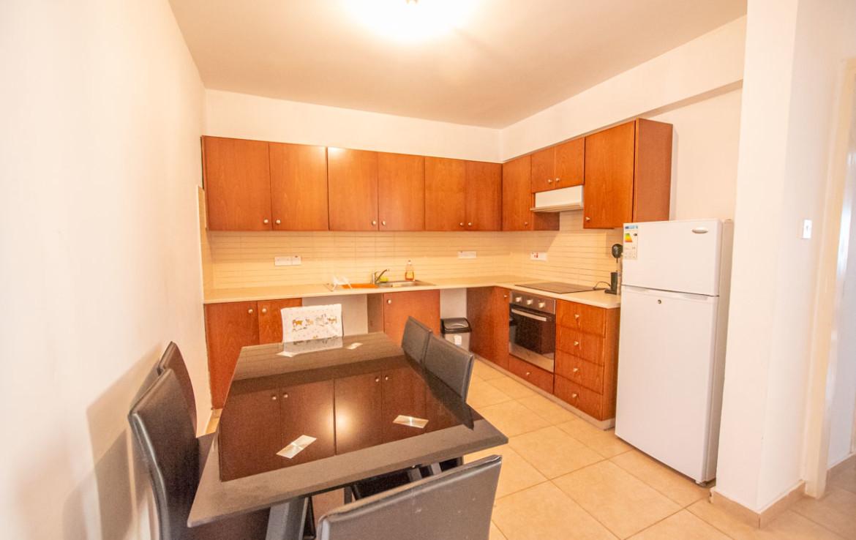 Просторная кухня в квартире на продажу в Паралимни