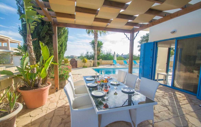 Купить виллу на Кипре с бассейном