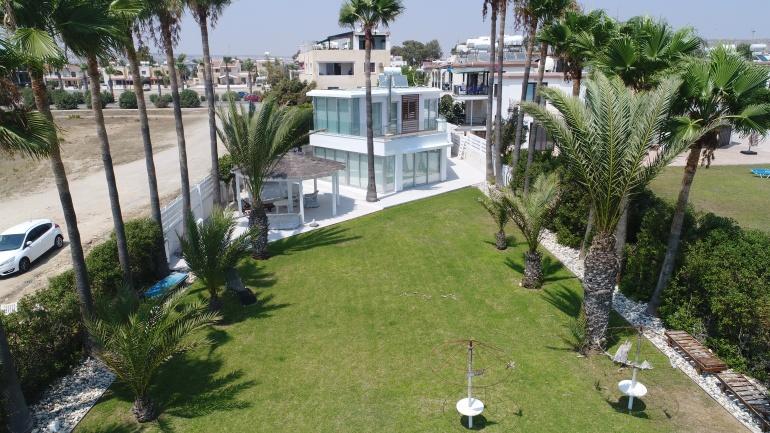 Вилла на берегу моря на Кипре