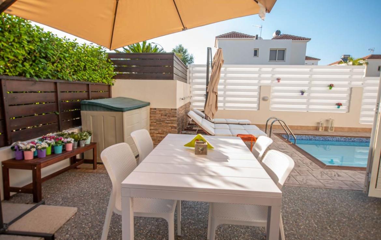 Купить дом в Протарасе с бассейном