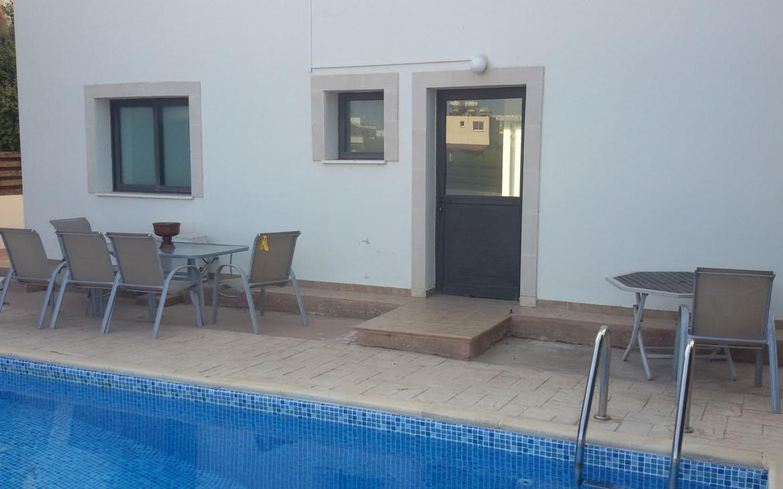 Вилла с бассейном в Каппарисе