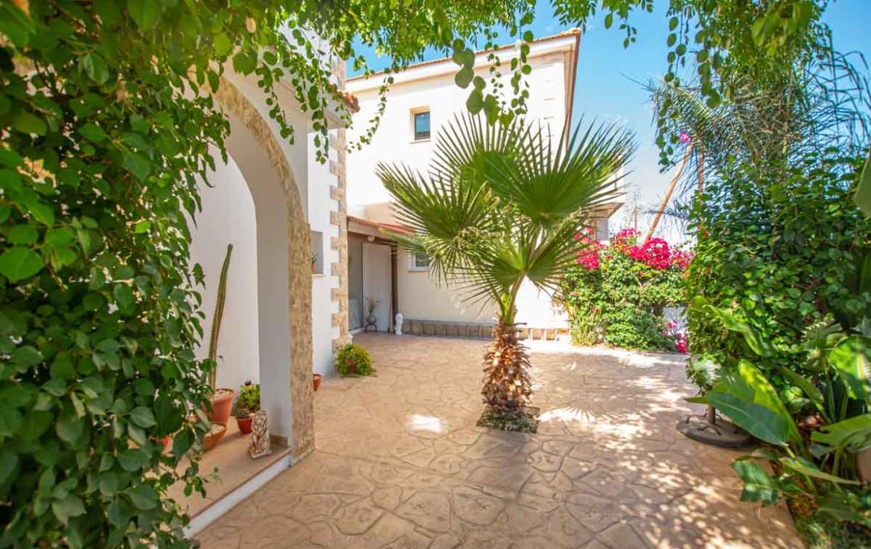 Жилье на Кипре Купить с бассейном