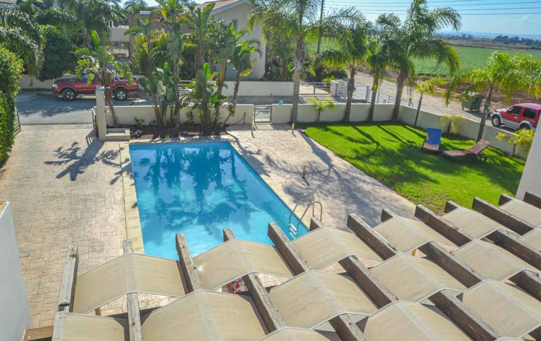 Купить дом с бассейном на Кипре