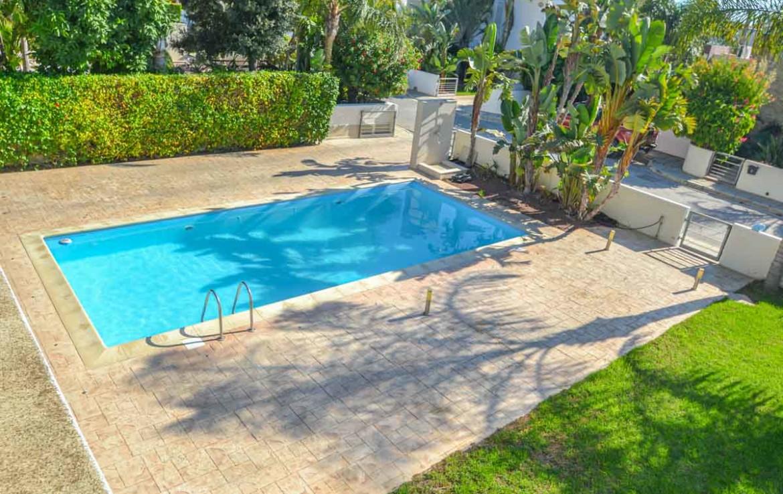 Купить Виллу с бассейном на Кипре