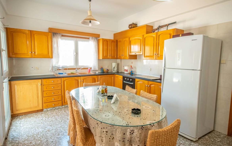 Купить большой дом на Кипре