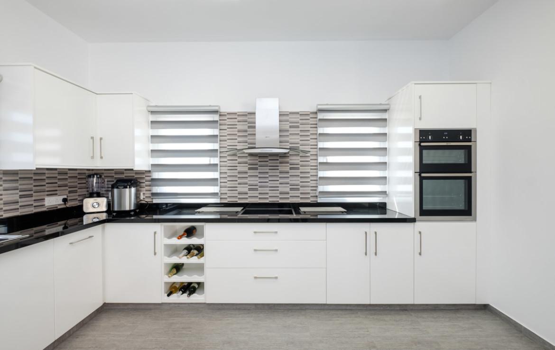кухня модерн в бунгало на продажу