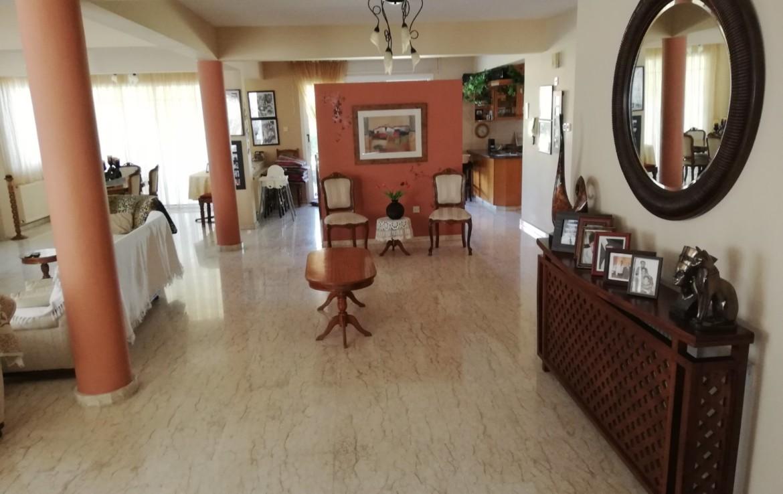 Просторная гостиная в вилле в Паралимни