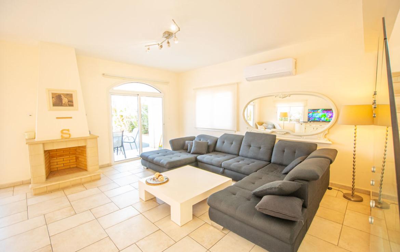 Купить дом в Каппарисе - гостиная