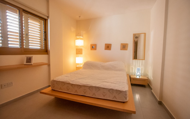 Апартаменты паралимни - спальня