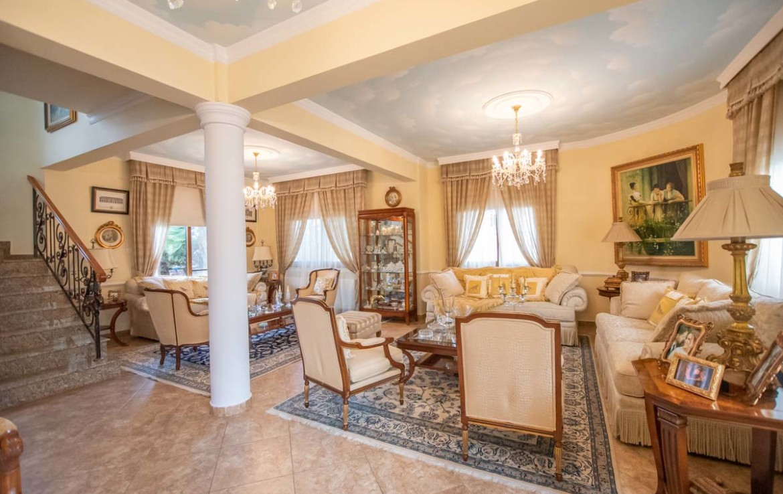 купить дом в Паралимни - гостиная