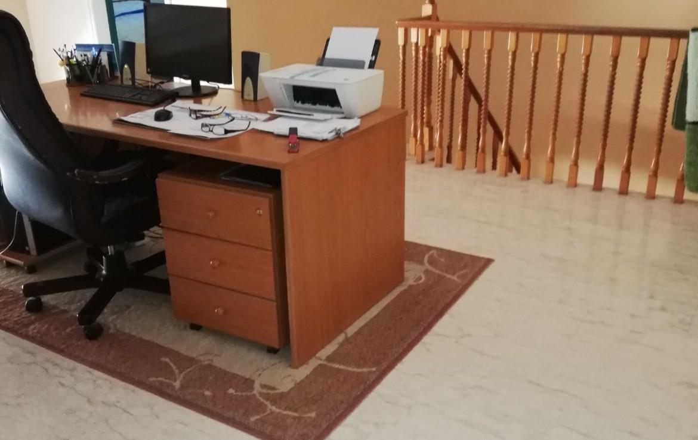 офис на втором этаже дома