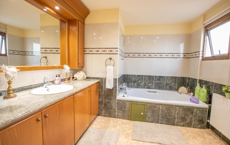 Дом в Паралимни - ванная