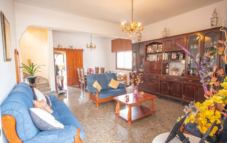 Купить дом в Деринье