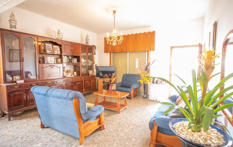 Купить дом в Деринье - гостиная