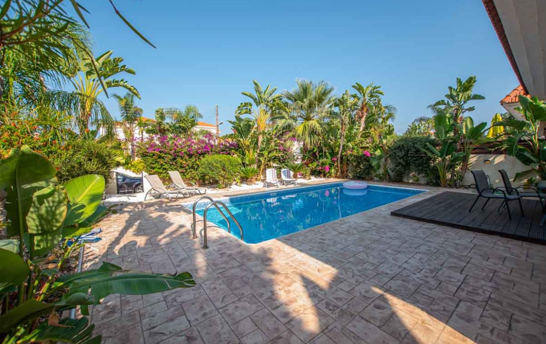Кипр дома с бассейном на продажу