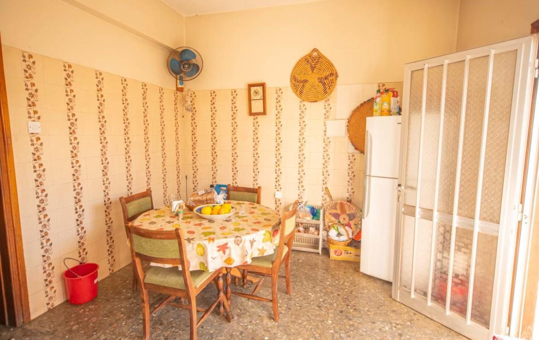 Купить дом в Деринье - кухня