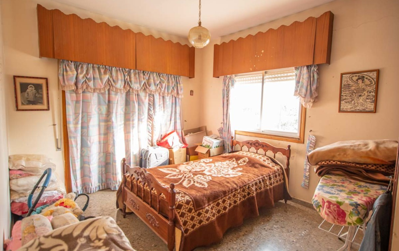 Купить дом в деревне - спальня