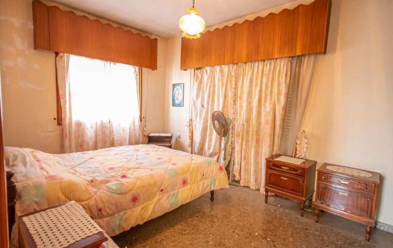 Купить дом в Деринье - спальня