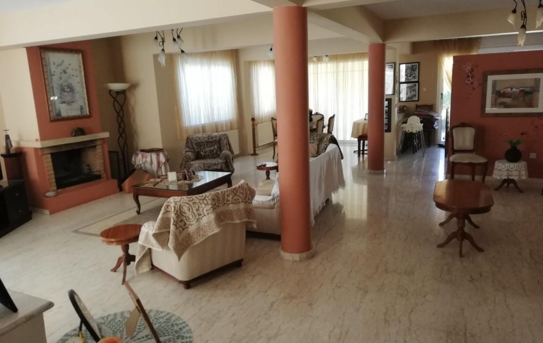Паралимни дом на продажу - гостиная