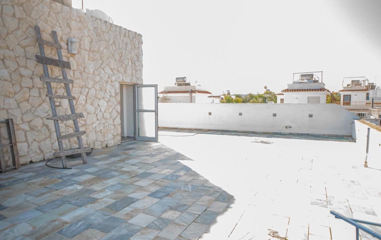Вилла с видом на море - веранда на крыше дома