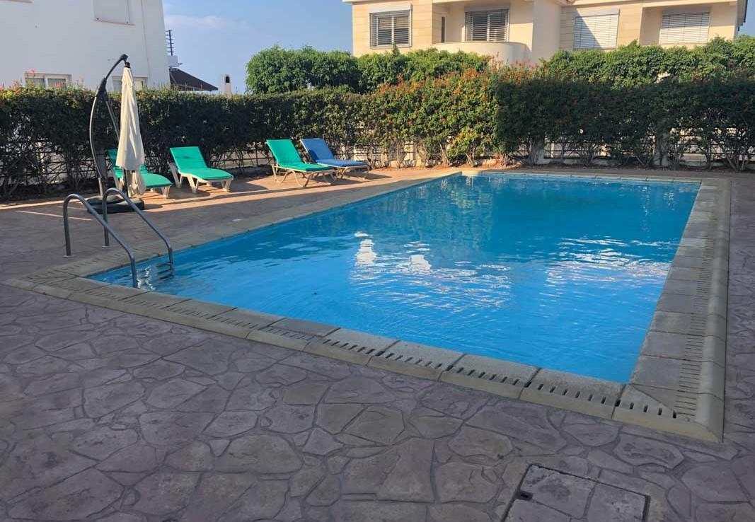 Квартира у моря купить - бассейн