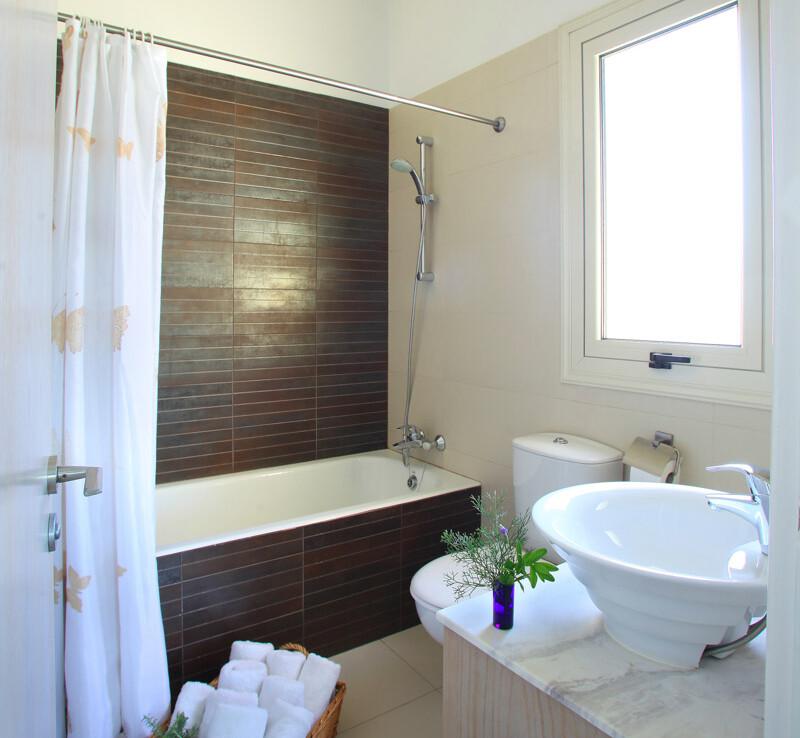 купить недвижимость на Кипре у моря - ванная