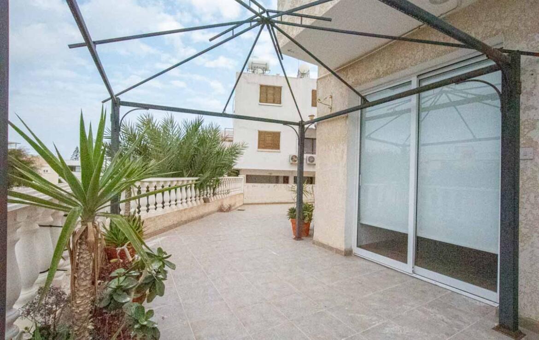 Купить апартаменты в Каппарисе - веранда