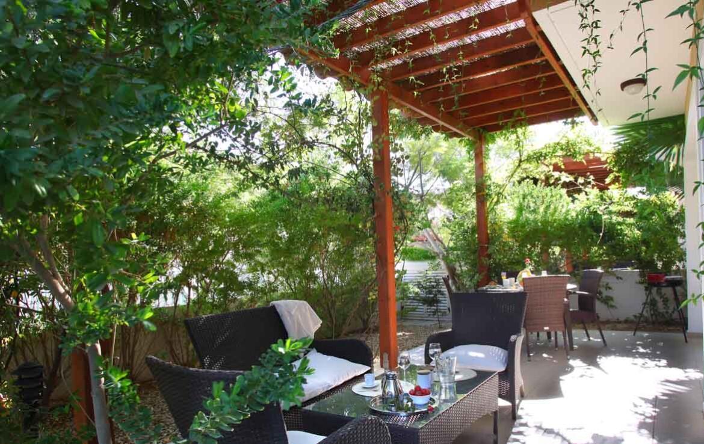 Купить недвижимость на Кипре у моря - веранда