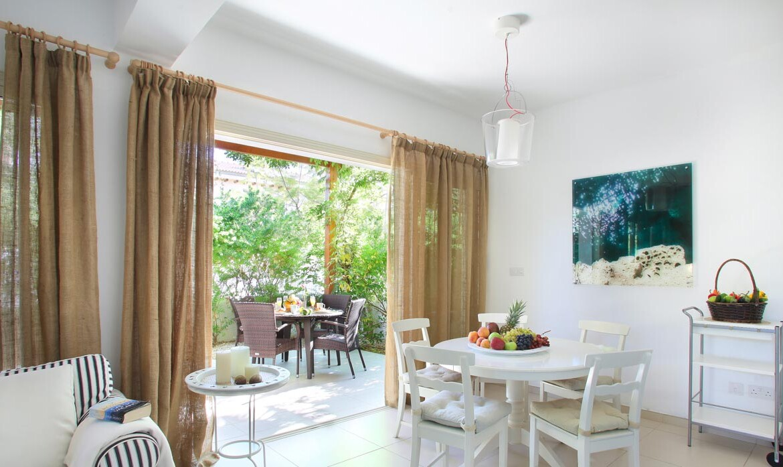 Купить недвижимость на Кипре у моря - гостиная