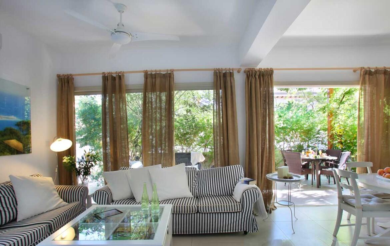 Купить дом в Каво Греко - гостиная