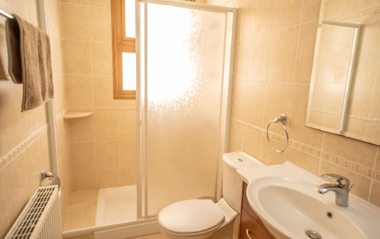 Апартаменты в Деринье - ванная