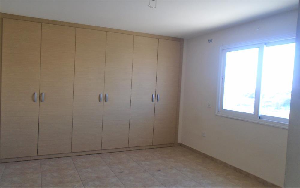 Трехспальные апартаменты в Деринье - спальня