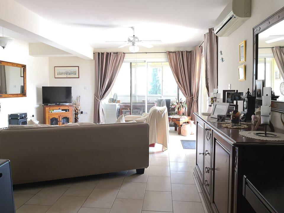 Апартаменты в Ороклине - гостиная