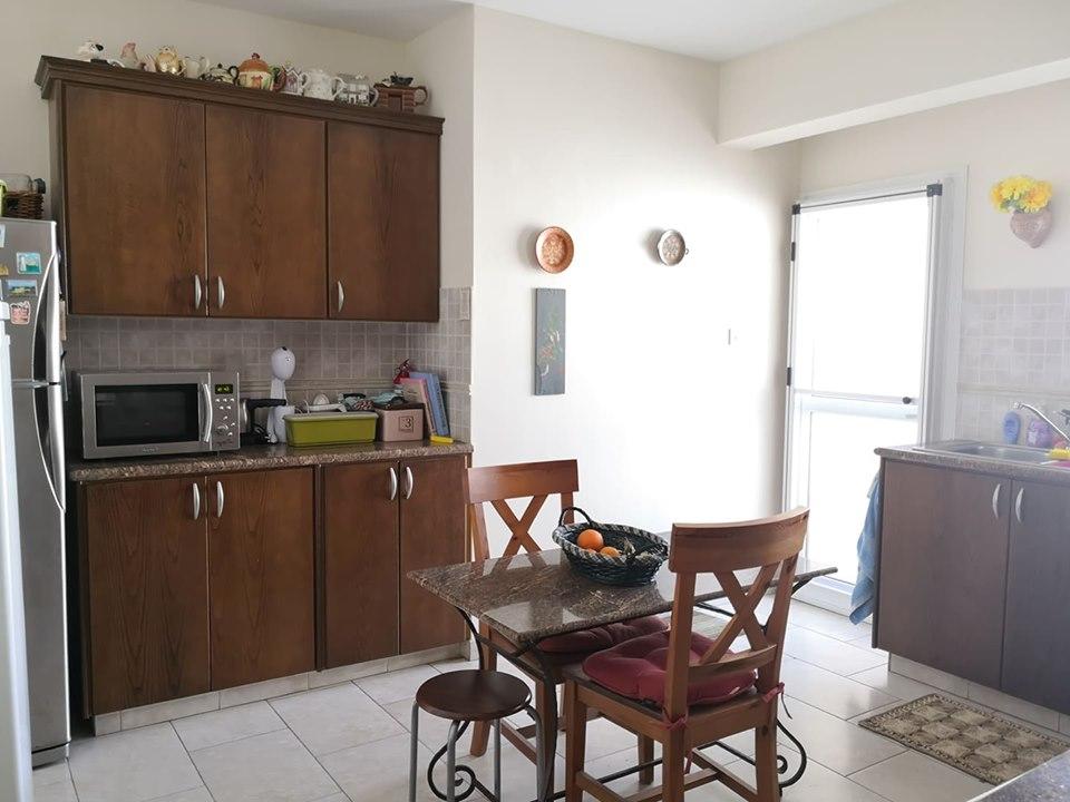 Трехспальные апартаменты в Ороклине - кухня