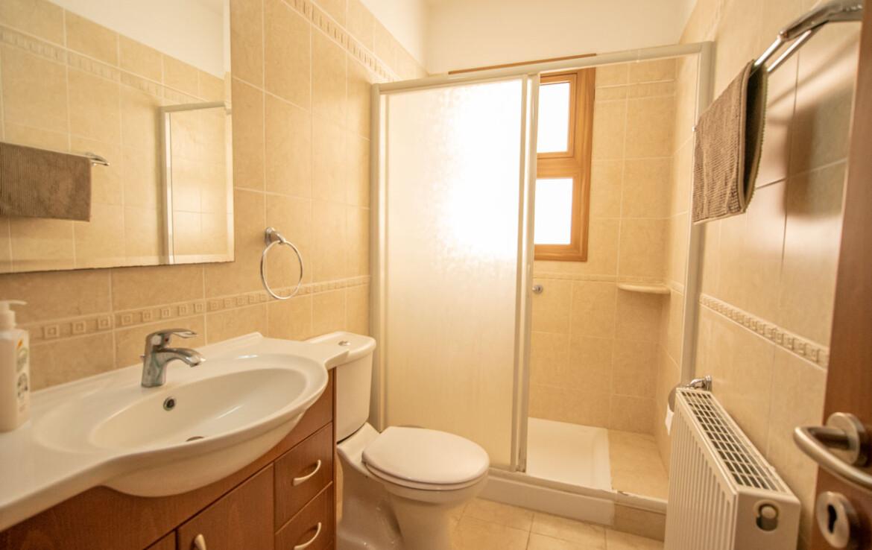 Квартиры на продажу в Деринье - ванная