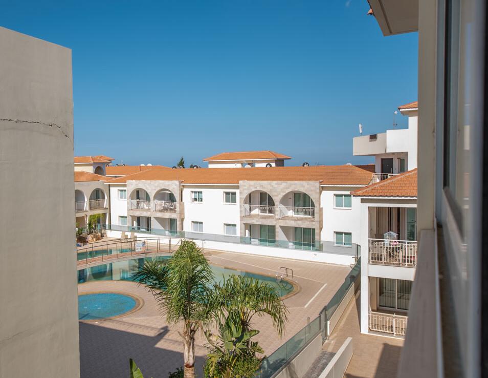 Двуспальные апартаменты в Каппарисе - вид на бассейн