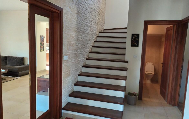 Вилла в Ларнаке - лестница