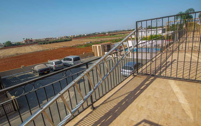 Таунхаус в Лиопетри - балкон