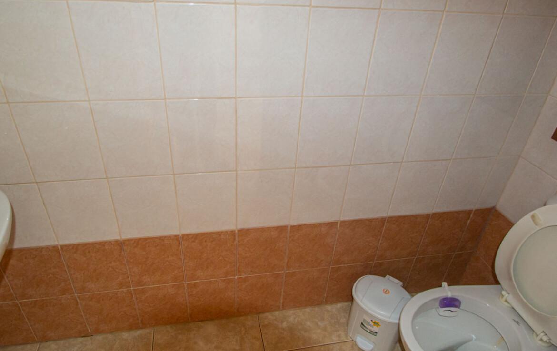 Таунхаус в Лиопетри - гостевой туалет