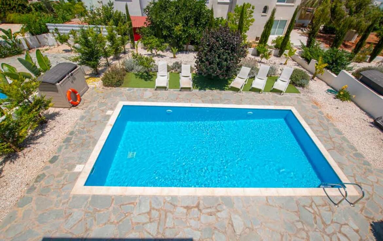 Купить дом в Протарасе - бассейн