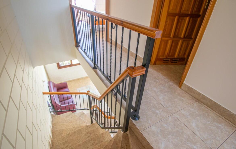 таунхаус в Лиопетри - лестница