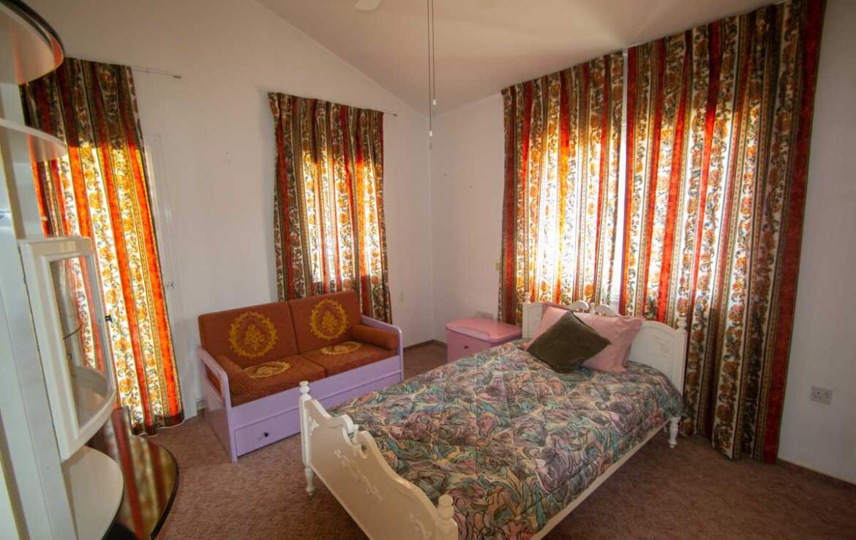 дом в Паралимни - спальня