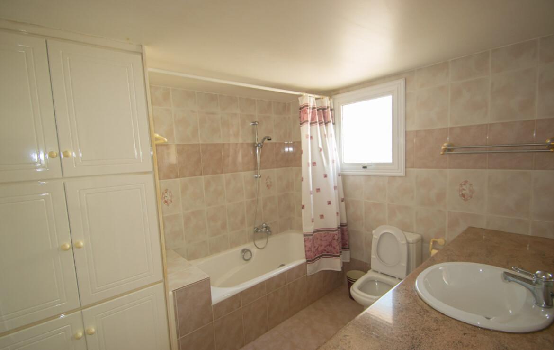 Купить дом в Паралимни - ванная
