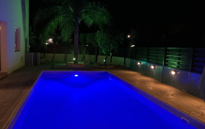 Вилла 3 спальни Айя Текла - бассейн вечером