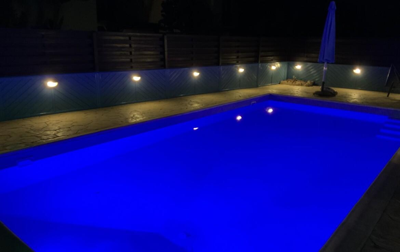 Дом на Кипре - ночной бассейн