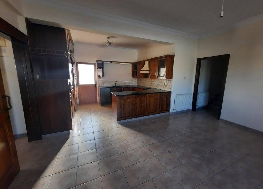 Трехспальная квартира в сотирос - кухня