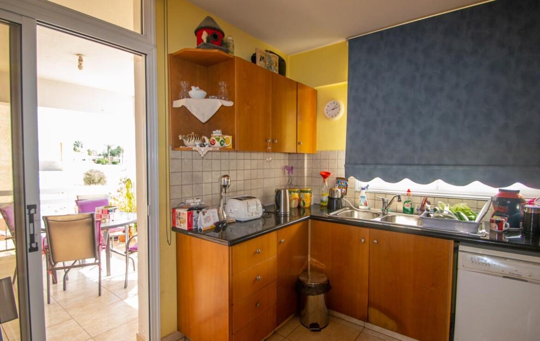 Квартира в Деринье - кухня