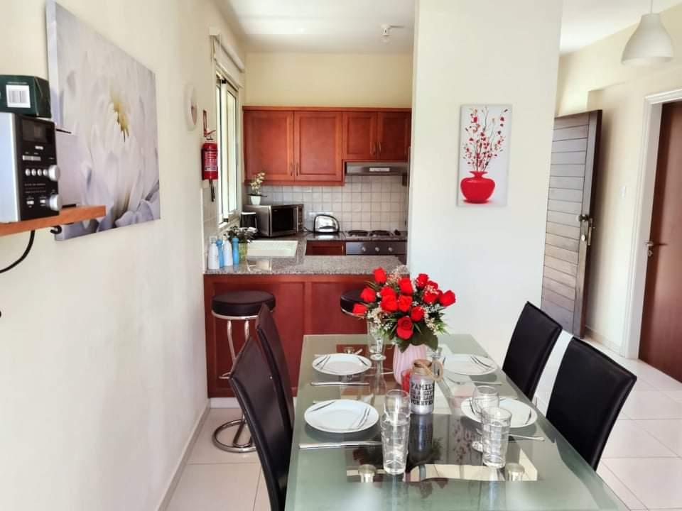 Уютный домик в Каппарисе - обеденная зона